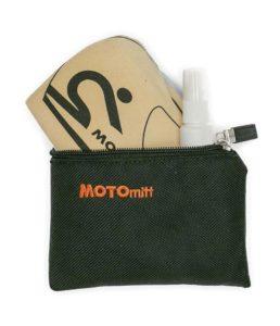 Kit moto: pulizia della visiera del casco