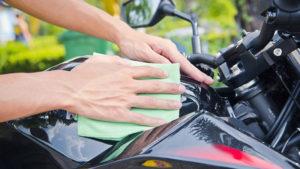 pulizia moto prodotti per pulire e asciugare la moto