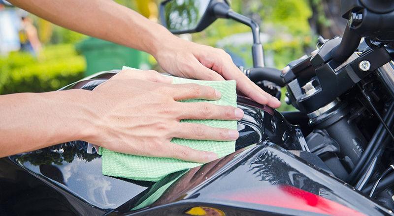 <span class='p-name'>Pulizia moto: prodotti e panni da utilizzare per pulire e asciugare la moto</span>