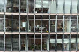 pulizia vetri ufficio