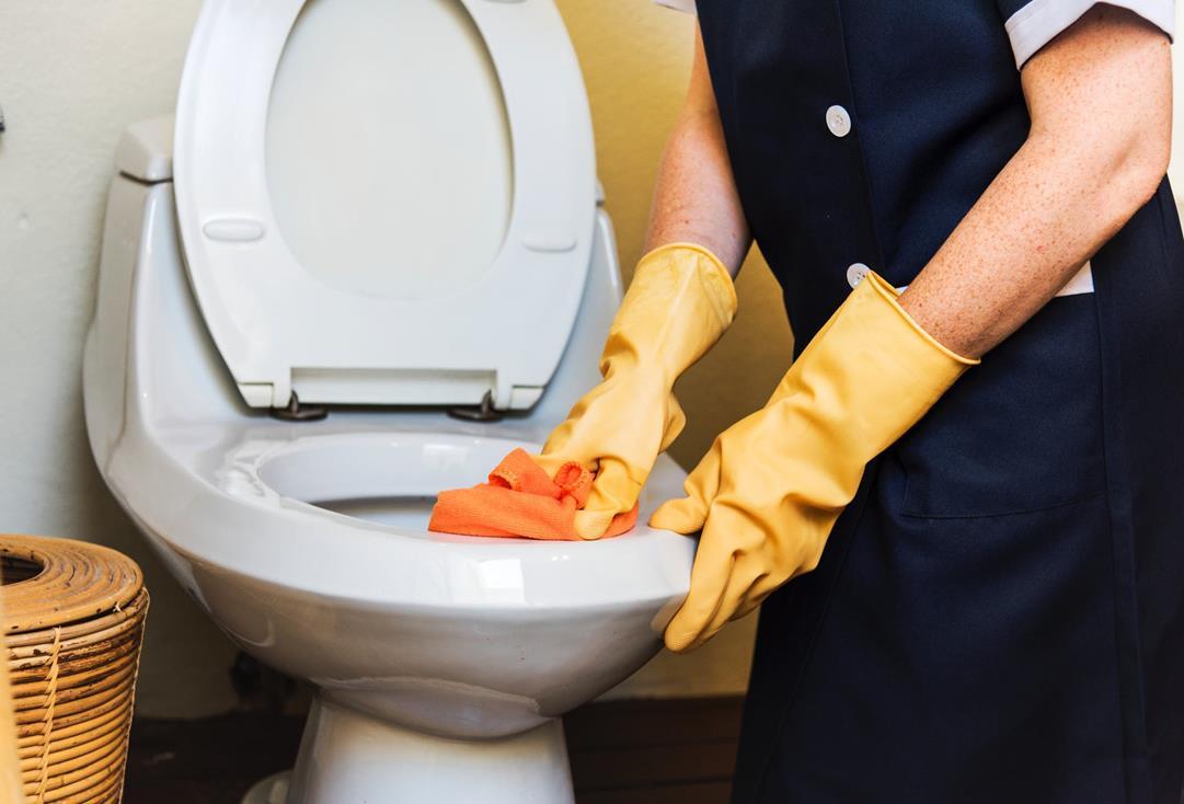 Come pulire il bagno in poche mosse: i consigli per averlo splendente e profumato