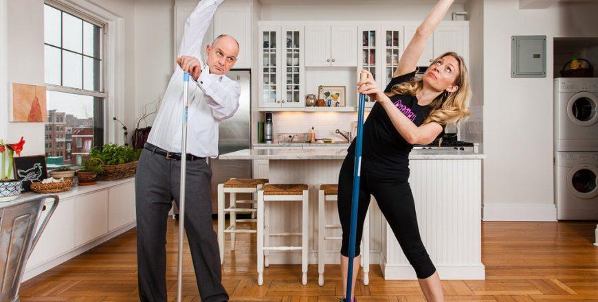 Pulire casa fa dimagrire? Scopri quante calorie si bruciano facendo le pulizie domestiche