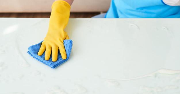 Come pulire il marmo: eliminare macchie e aloni senza danneggiarlo