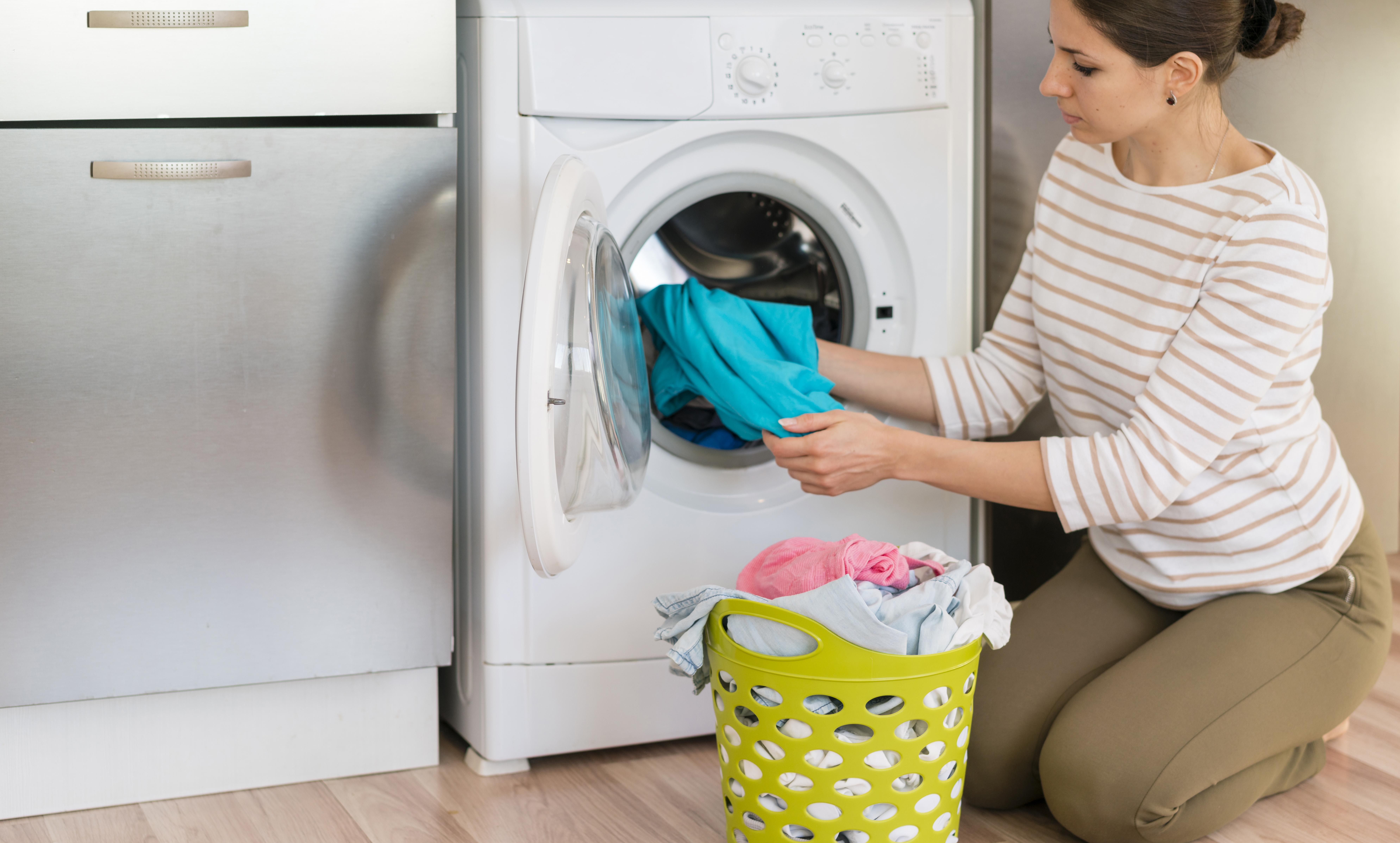 Come lavare i capi colorati in lavatrice